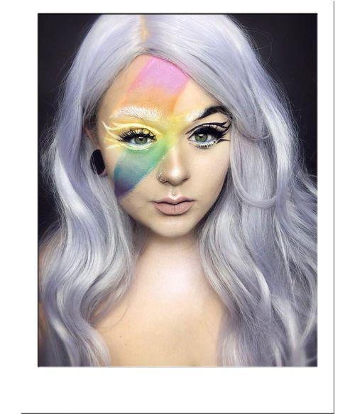 Wavy Silver Wig UK